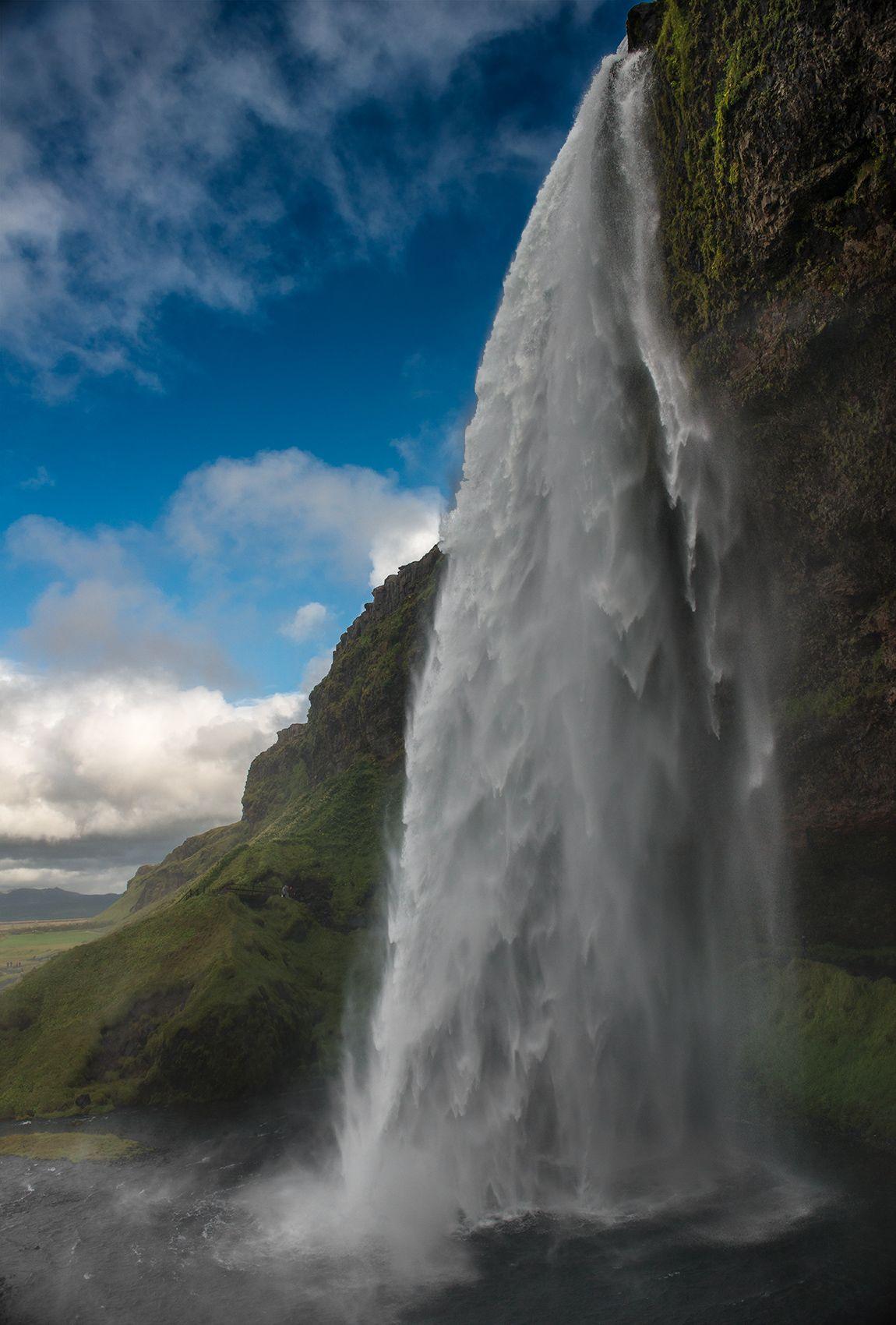 Iceland-09-D-15-09-09-4585-version-2-(Seljalandsfoss).jpg
