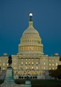 D-10-10-22-6929-(Capitol-Moon).jpg