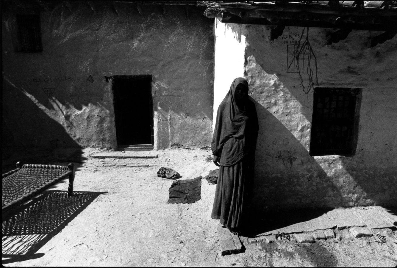 INDIA village woman8bit.jpg