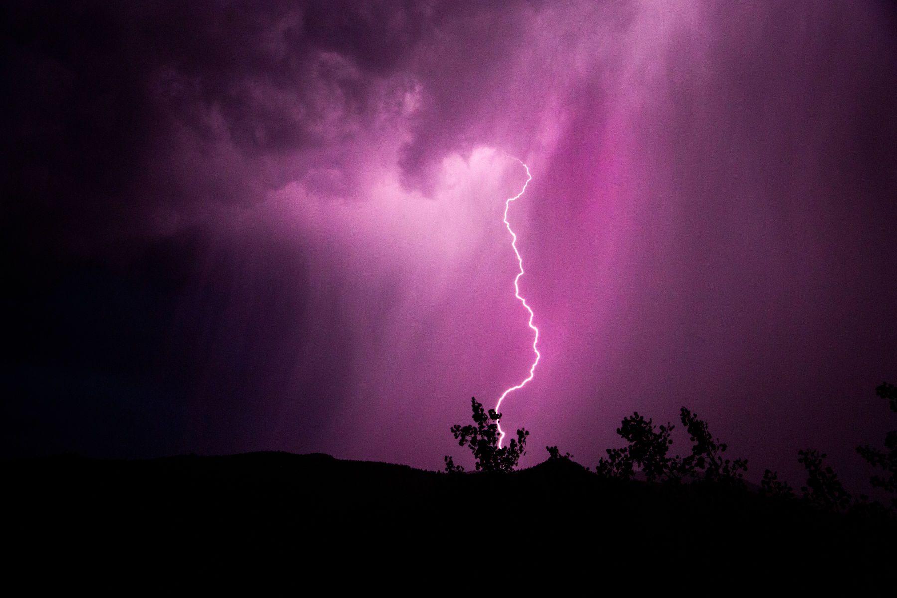 1_0_291_1lighting_up_the_sky_august_2017_100_2.jpg