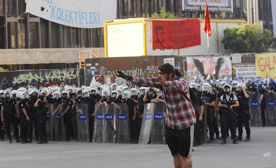 Turkish police fight to regain control of Taksim Square