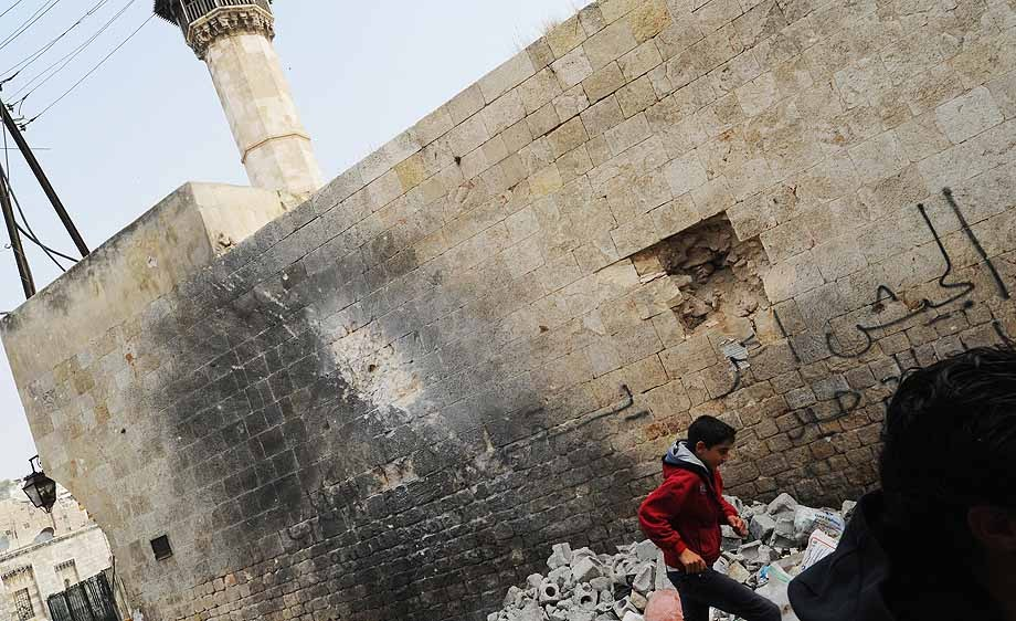 In battleground city of Aleppo, Syrians face destruction and continued conflict