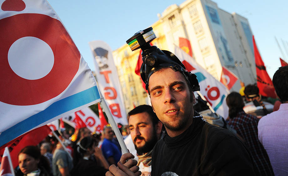 Turkish police fight to regain control of Taksim Square