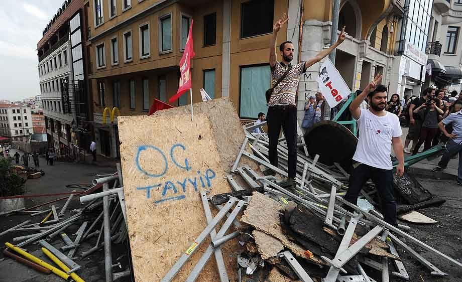 Turkish protestors celebrate control over Istanbul's Taksim Square
