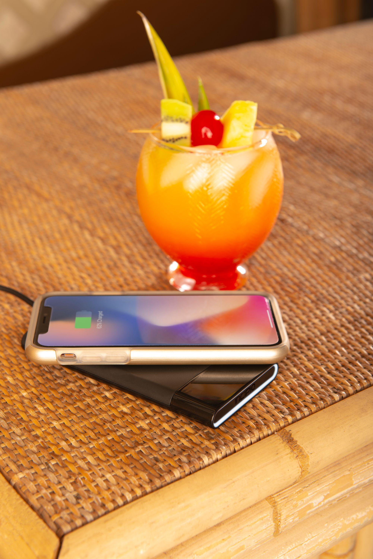 PW-310_Incipio_WirelessChargingPad_20180608Power Up428.JPG