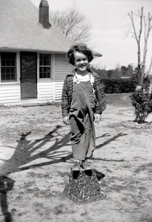 Carol-McKinney-Highsmith-in-back-of-Granny-Carters-House-in-Madison.jpg
