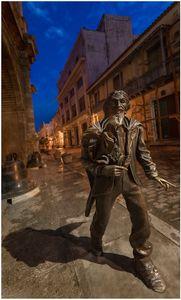 Caballero de Paris statue