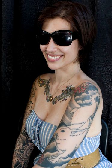 1r1Tattoo_girl_sunGlasses_web