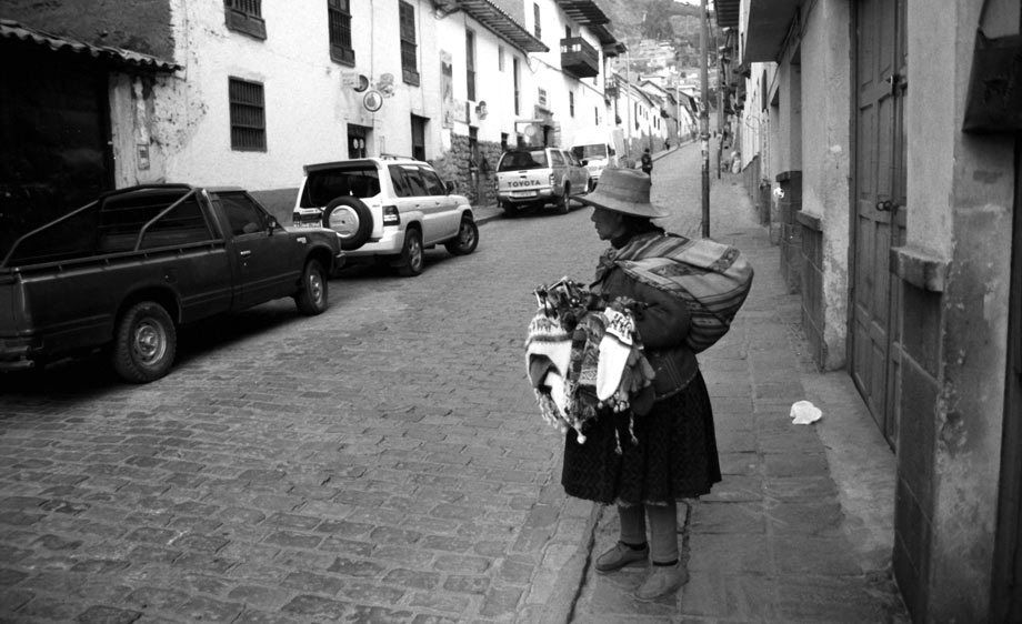 ANDES WOMAN IN STREET