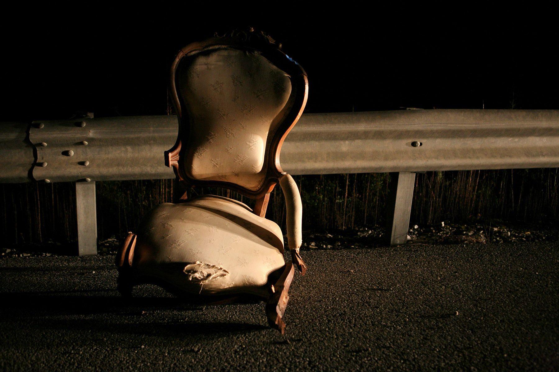 13_1renzi_hawkens_nightchair_9308phs_j.jpg