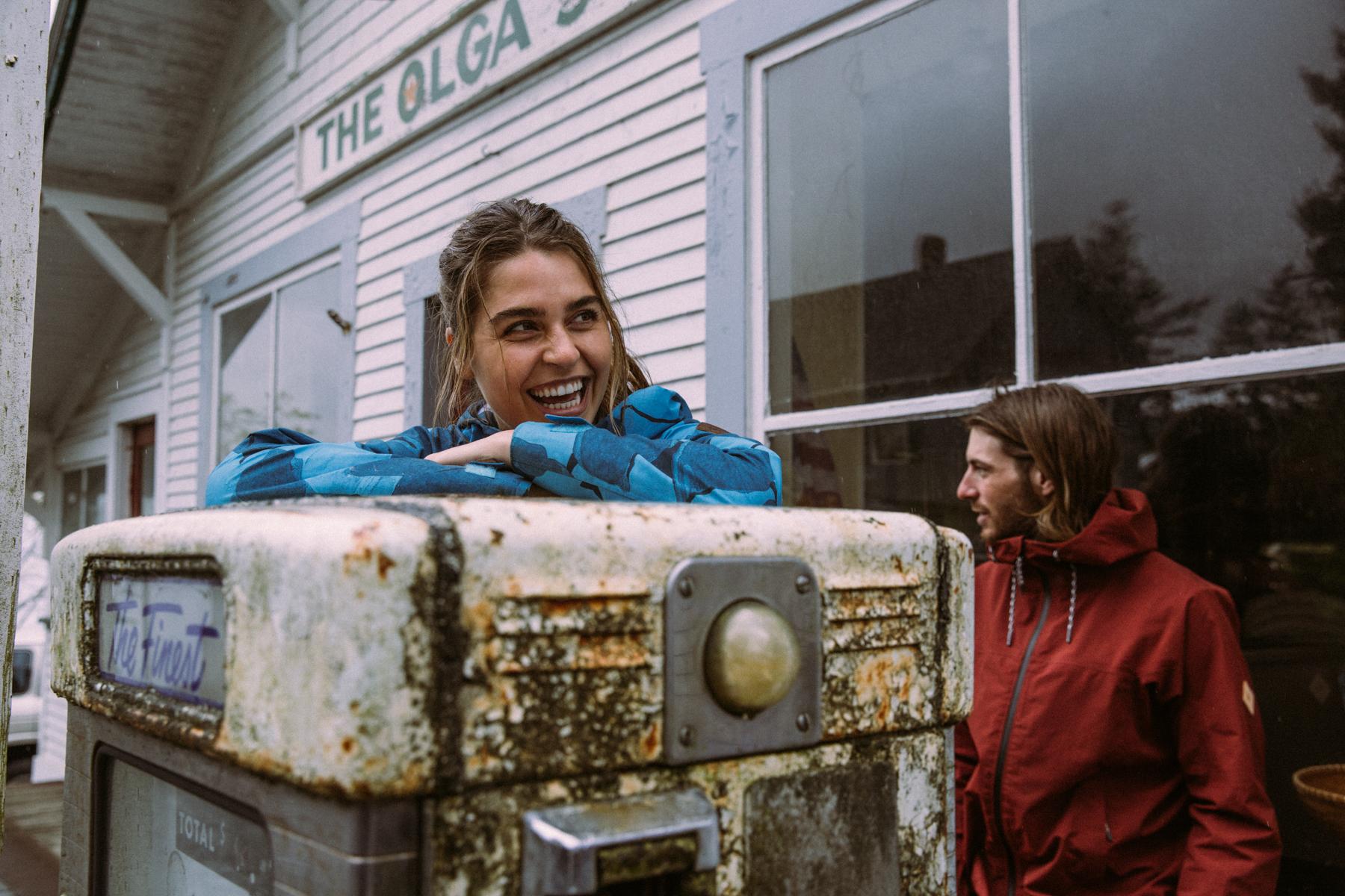 Tavia Bonetti, Gas Station Smiles