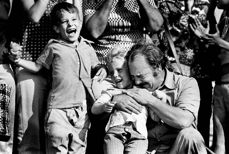 A Cuban father and children  are overcome after their escape from Cuba to Key West.
