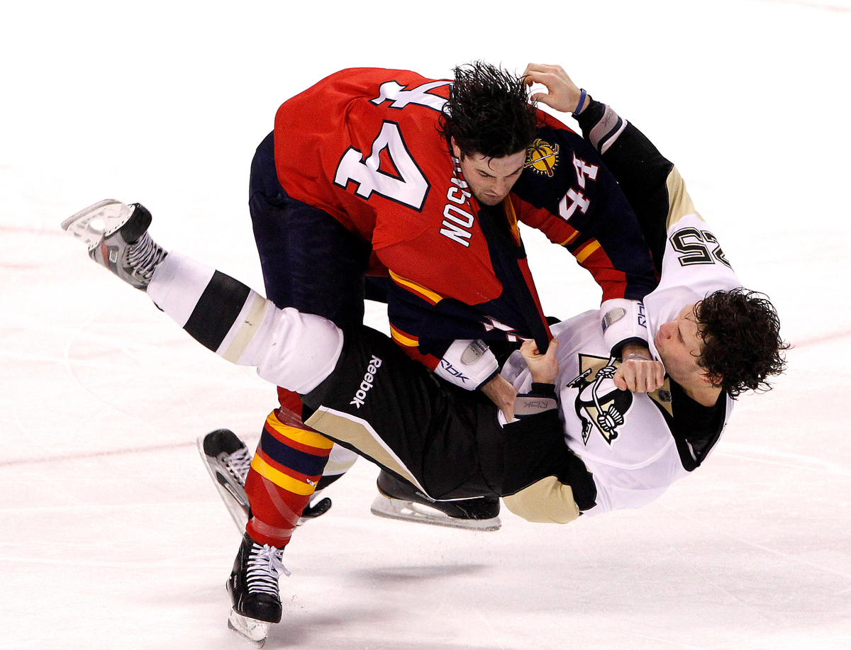 Hockey taked own, Pittsburgh Peguins vs. Florida Panthers.