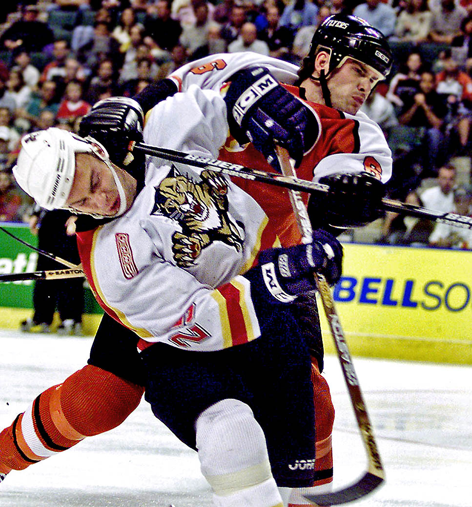 Hockey battle for position.
