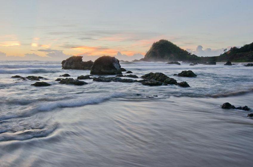 1r1403_pm_nobbys_beach_101