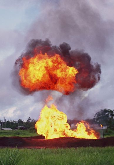 Oil waste pit fire in Shushufindi in 1993.