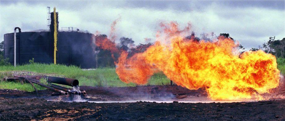 Oil waste pit fire in Shushufindi in 1993.