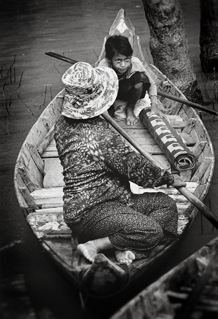 Mother and Son, Tonle Sap©2012 L. Aviva Diamond