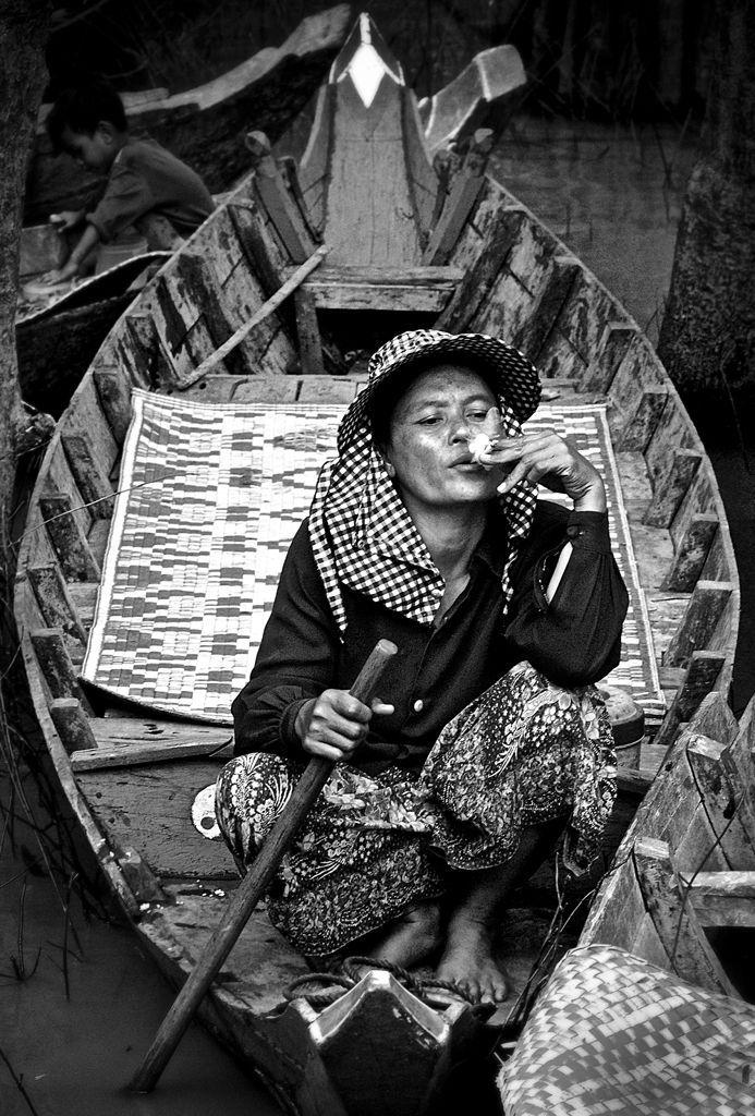 Smoking Woman, Tonle Sap©2012 L. Aviva Diamond