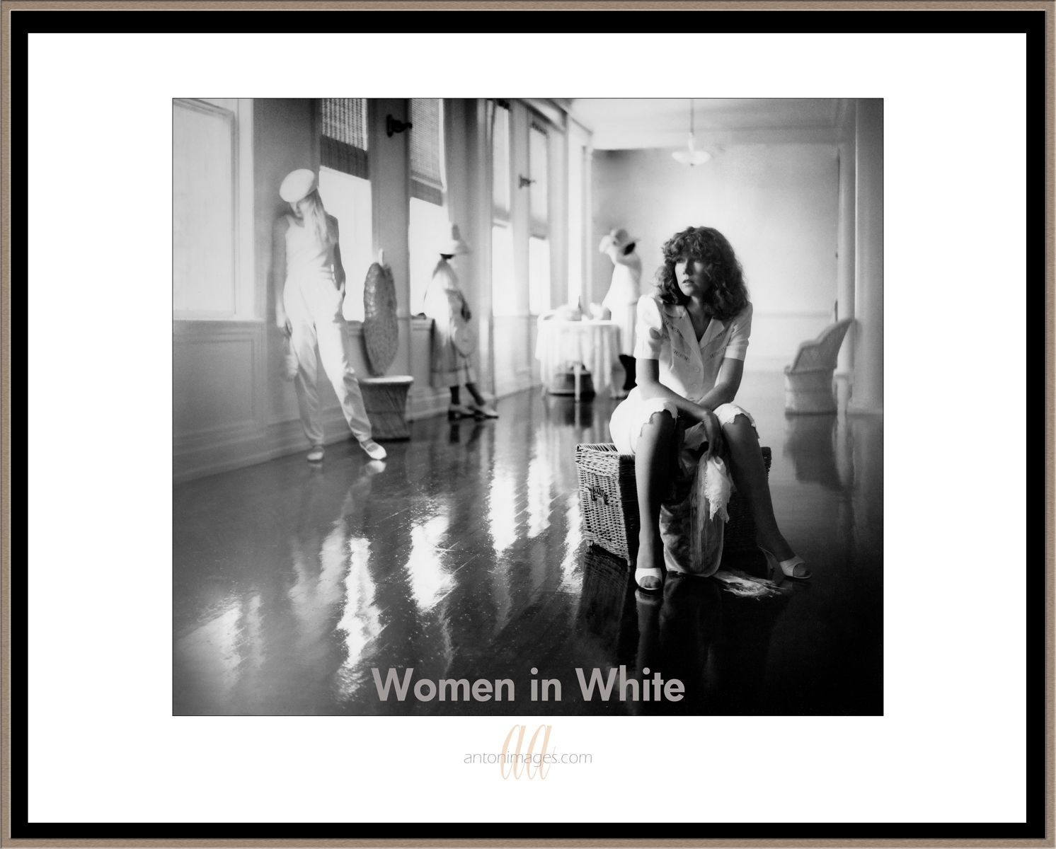 1women_in_white_.jpg