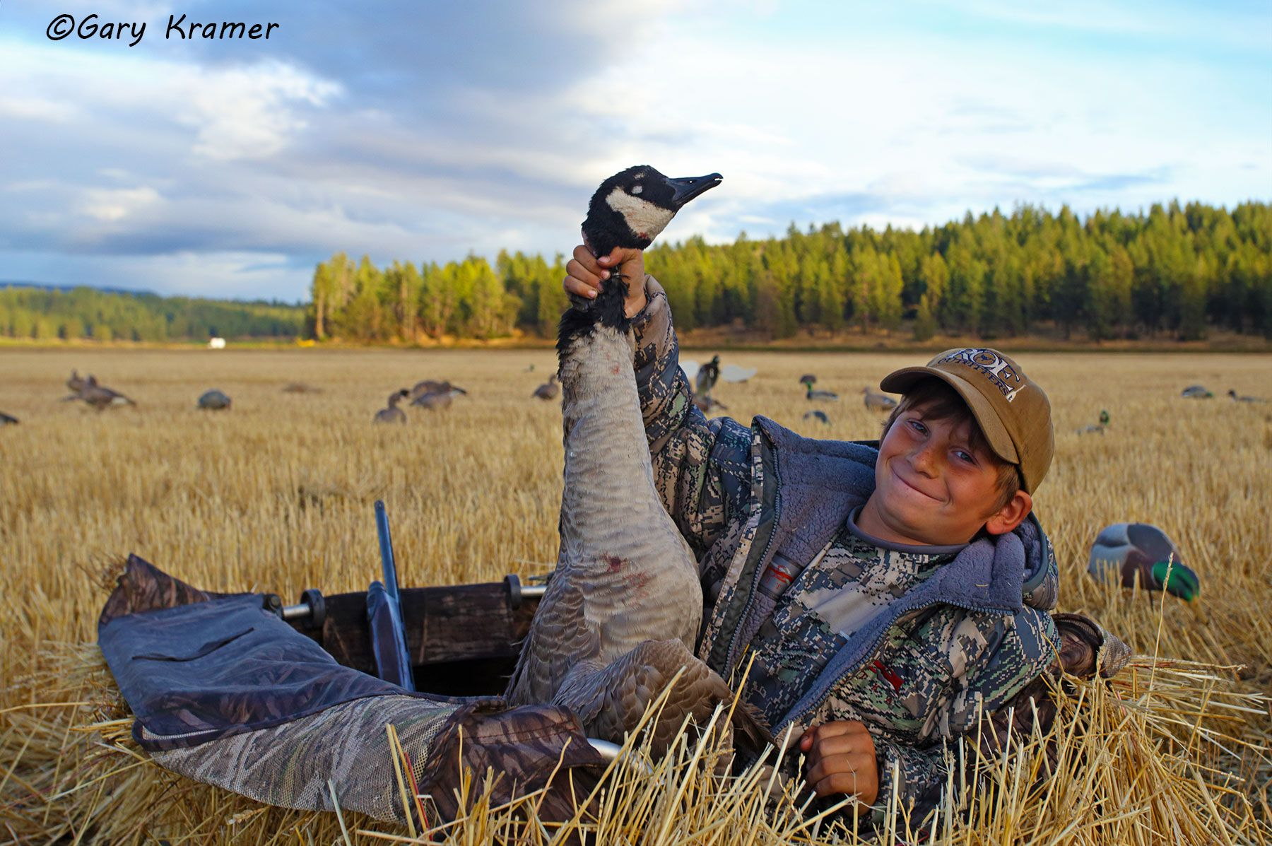 Young hunter (Averie Roe) w/Canada Goose - NHGCy#006d