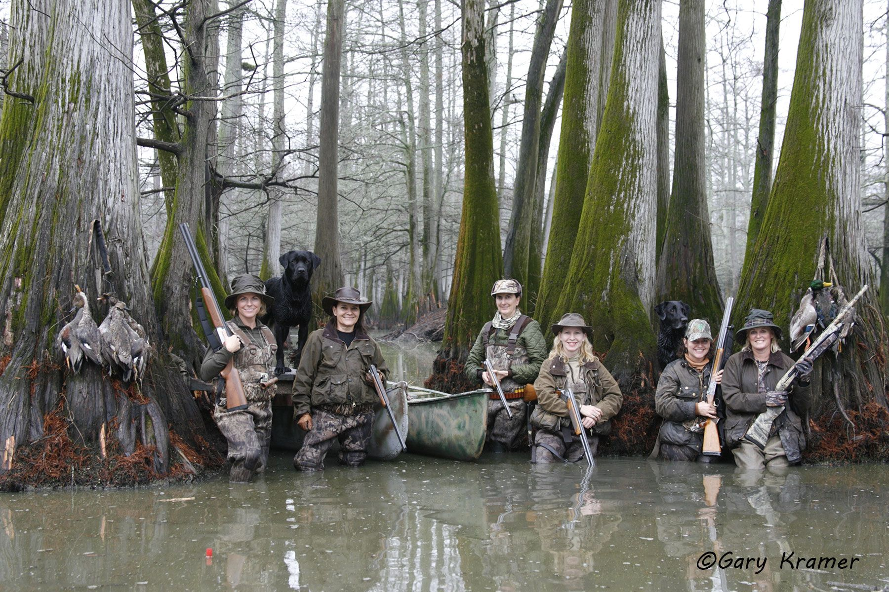 Female hunters with Labrador Retrievers & Ducks - NHDldf#053d