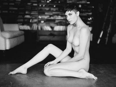 nude-fashion-portrait-roarie-yum-the-average-jim-film (7) (1).jpg
