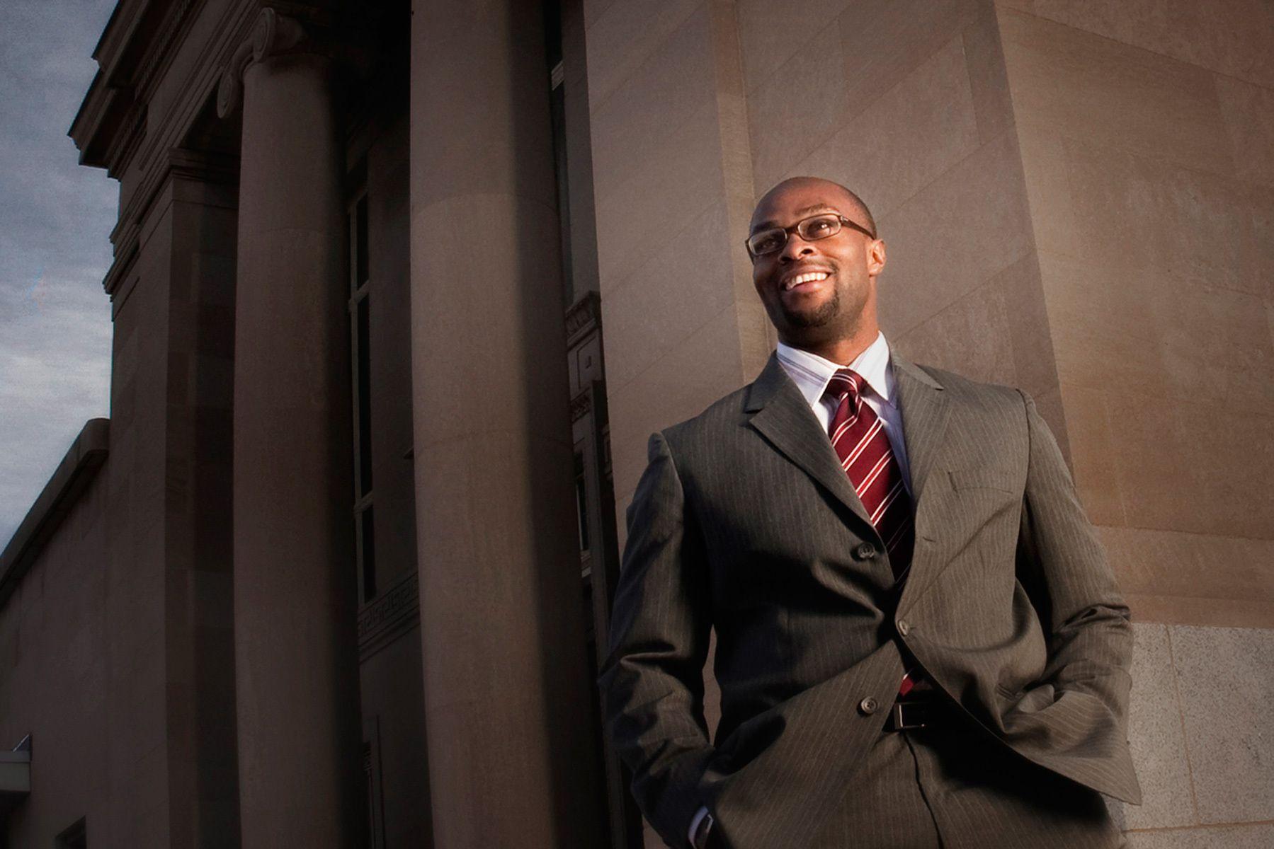 1egregg_corporate_portrait_black_man_business_bank