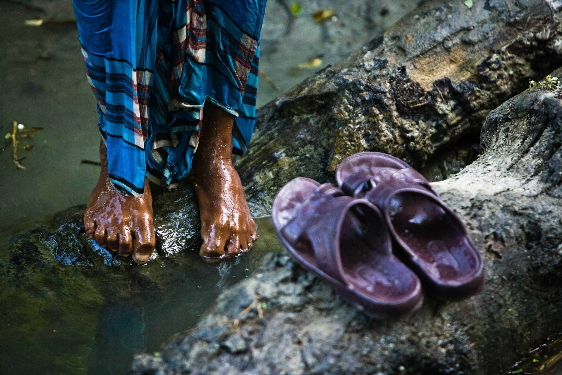 1002bangladesh_cyclone_recovery.jpg