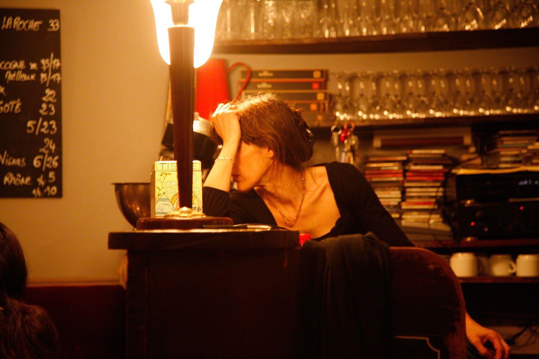 1paris_barmaid.jpg
