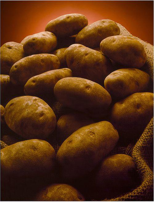 1potatoes_in_burlap_bag