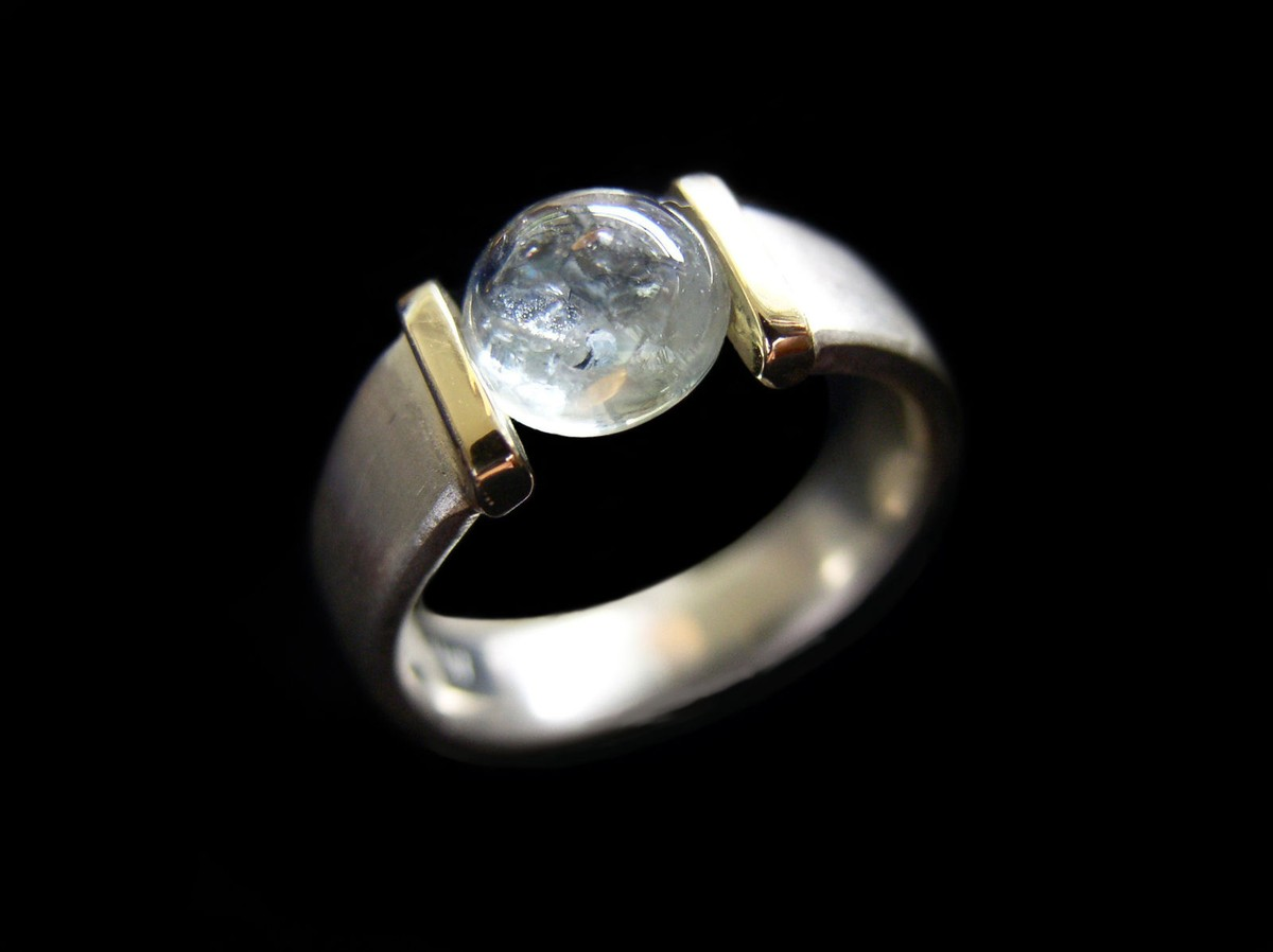 Montana Saphire 4 ct. Ring, Cabochon cut Tension set in 18 kt. wht. and yell. gold