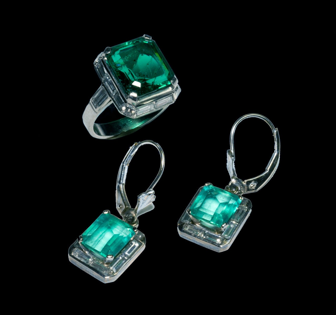Ring and Earrings Platinum Suite set with Emeralds, Diamonds