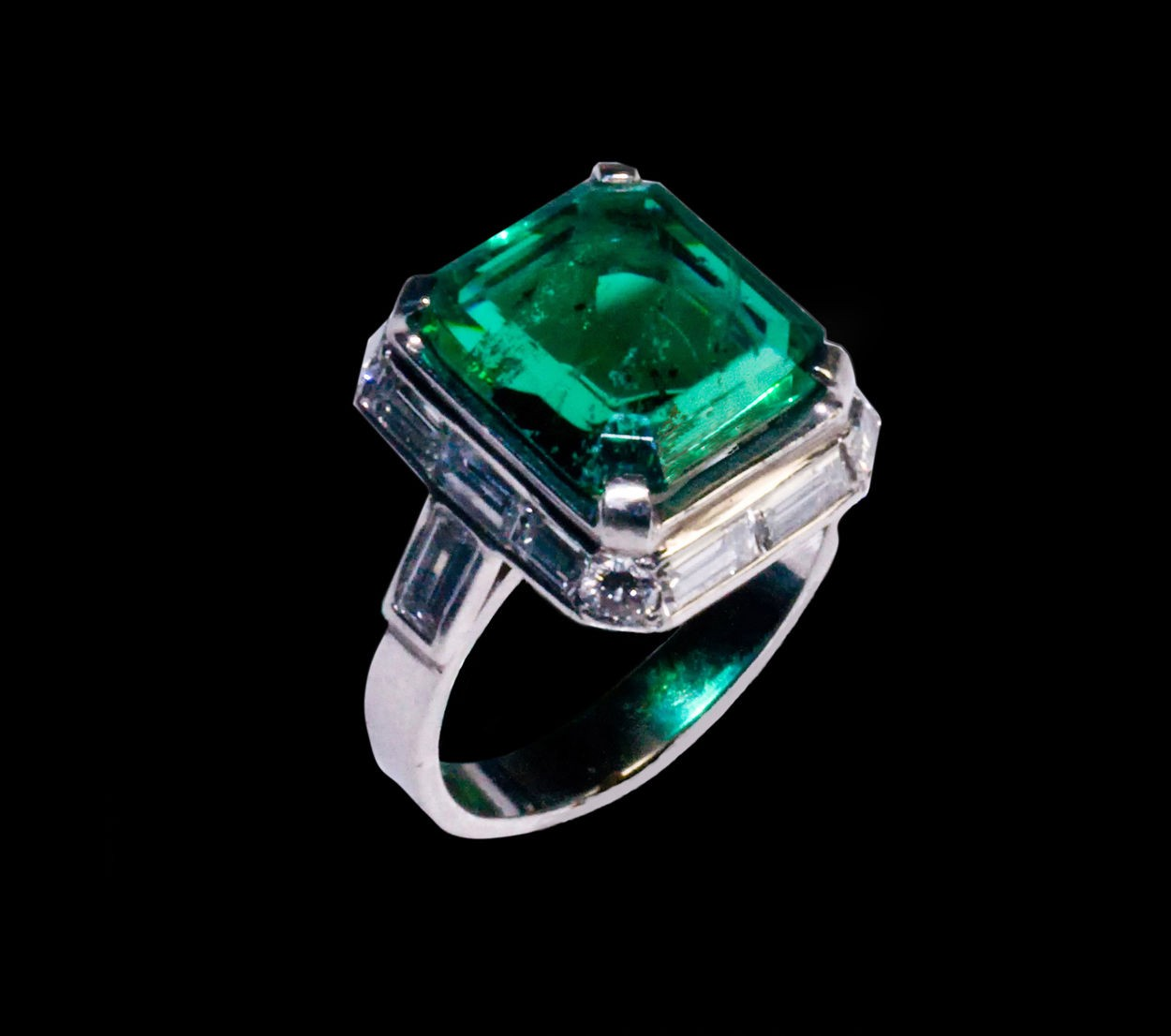 Emerald 5.25 ct. Ring in Platinum with Diamonds