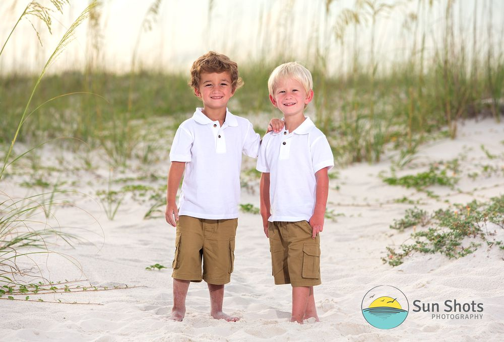 Photography in Gulf Shores of families on the beach by a professional