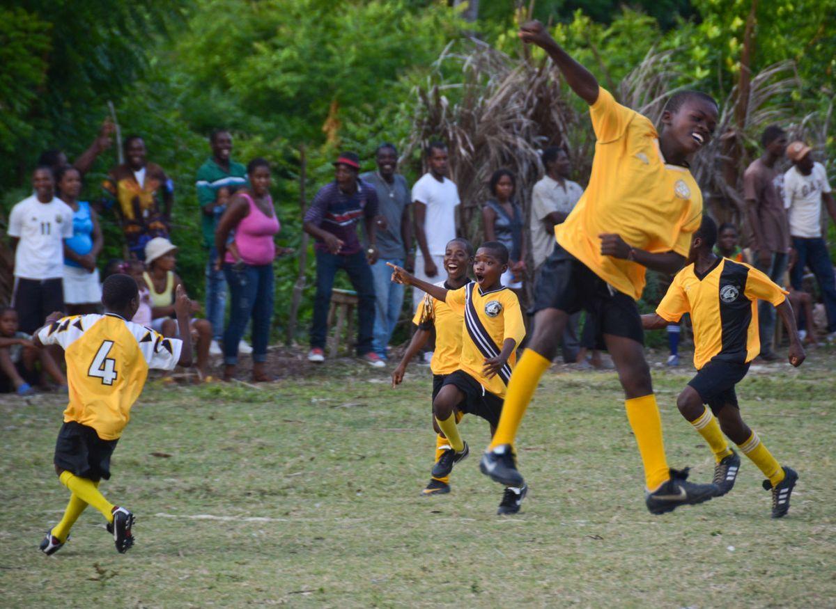 1ile_a_vache_soccer_haiti_29