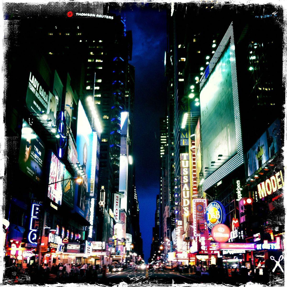 1r42nd_street_at_night