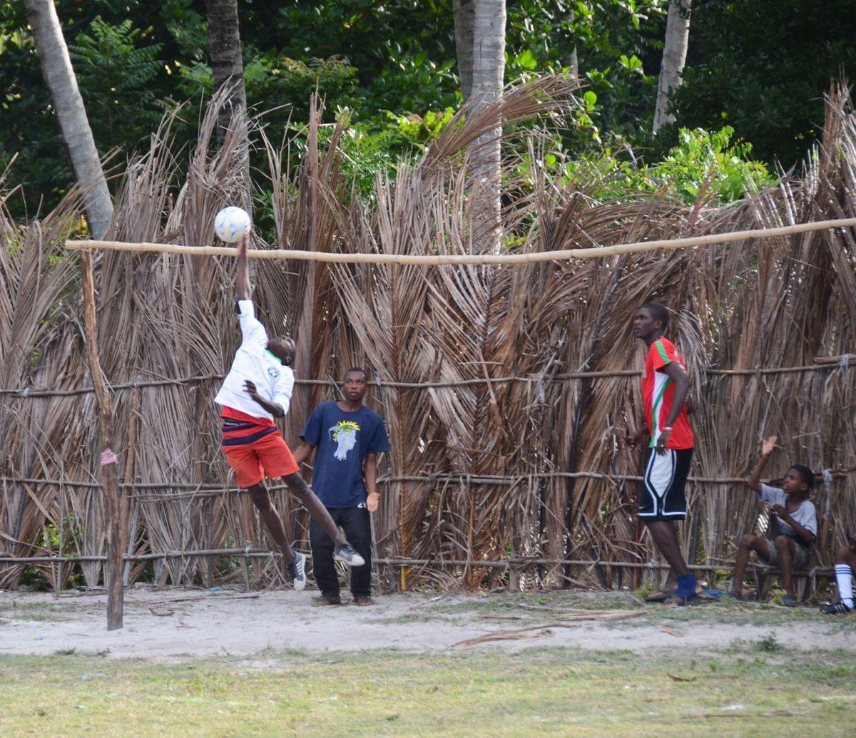 1ile_a_vache_soccer_haiti_16