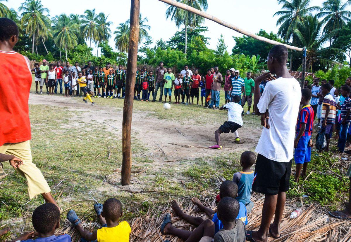 1ile_a_vache_soccer_haiti_30