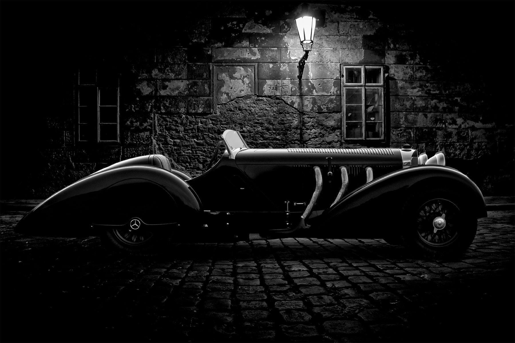 Trossi-in-the-alley-B&W-copy.jpg