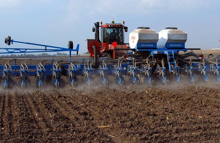 Monosem Twin Row Planter / Helgen Farms / Litchfield, IL