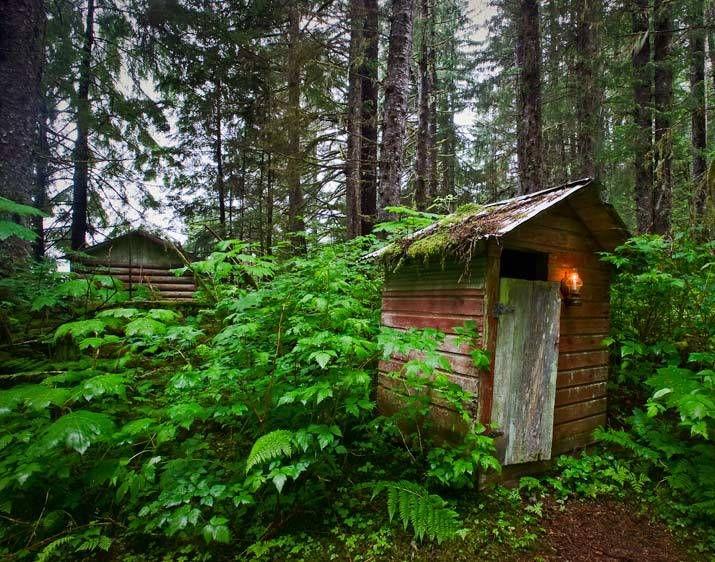 LGP-4548_Londie_G_PadelskyAlaskan Island Outhouse