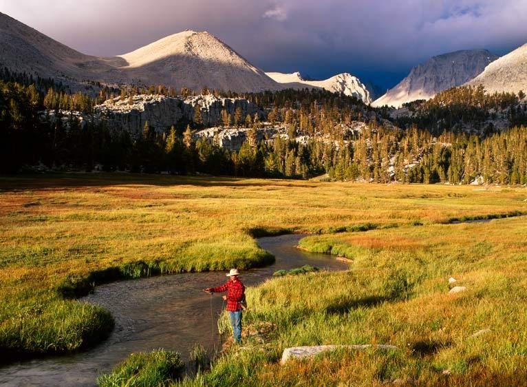 ES-4613_Londie_G_PadelskyFishing in the high Sierra, California