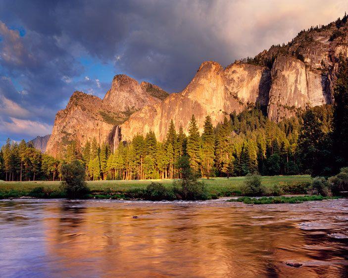YT-429_Londie-G_PadelskyBridalveil Fall, Yosemite National Park, California