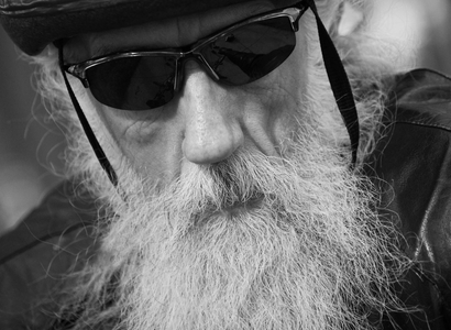 32_0_648_1biker_with_beard.jpg