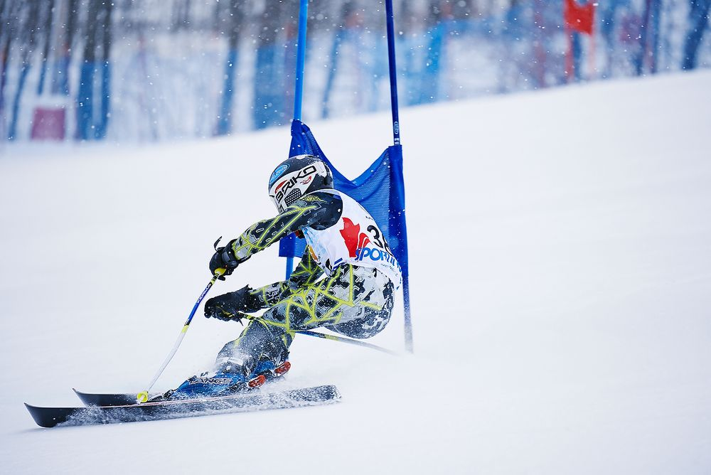 Carving-mid-course-GS-race.jpg