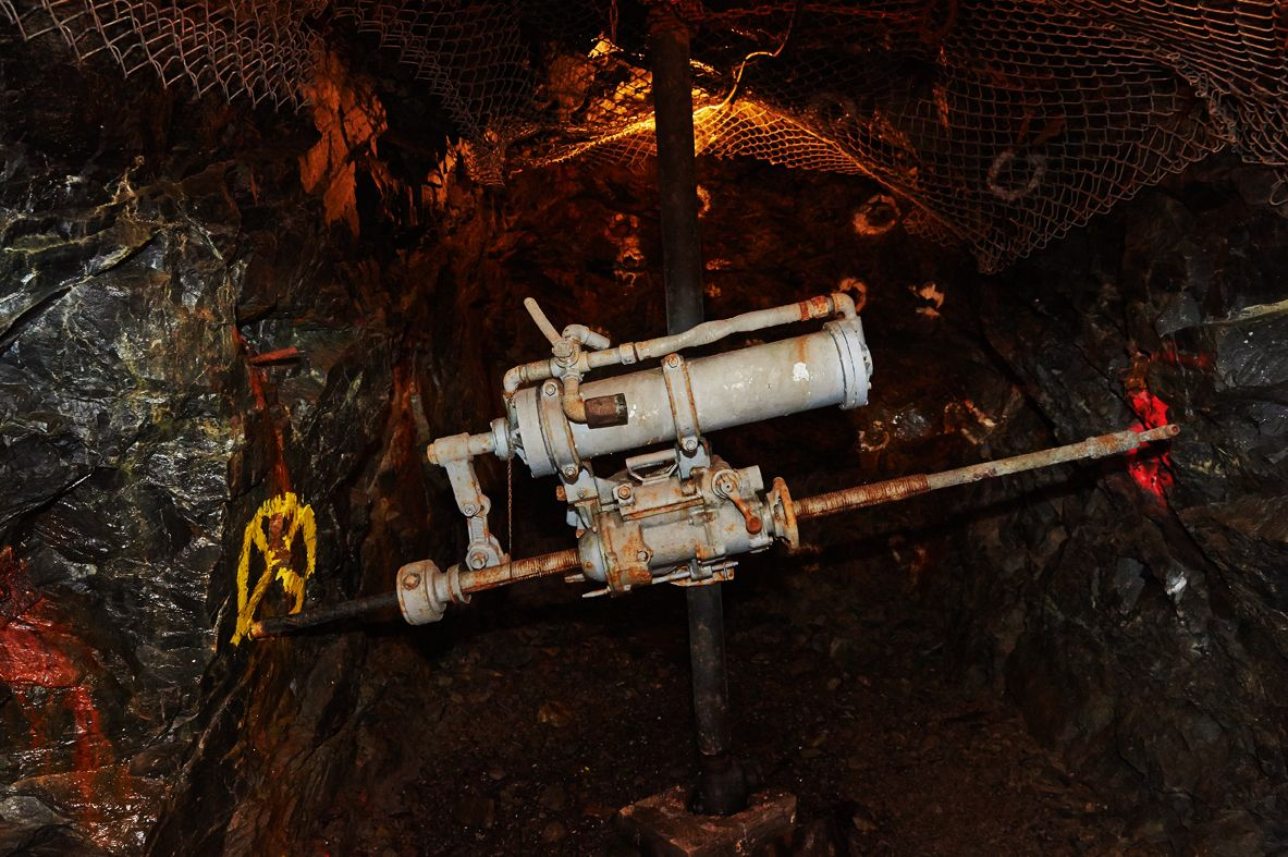 Rock-drill-Dynamic-Earth-Big-Nickel-Sudbury-ON.jpg