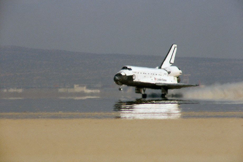 Discovery Space Shuttle landing at Edwards Air Force Base on the dry lake beds, Edwards AFB, CA