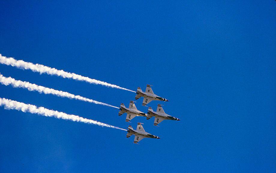 USAF Thunderbirds, F-16 Fighting Falcons in flight, Norton AFB, CA