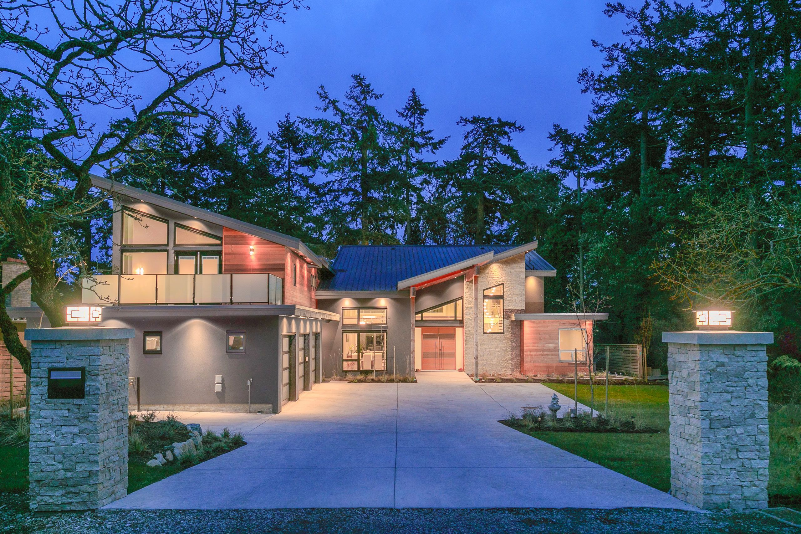 Luxury house photo - front drive